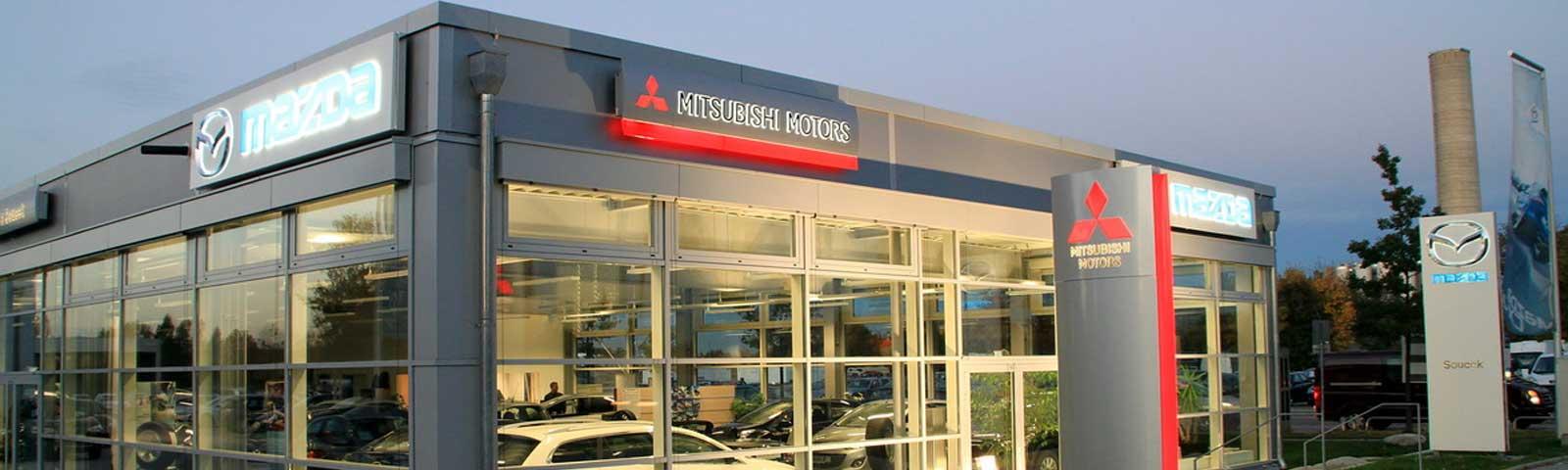 Ganzes Autohaus Front