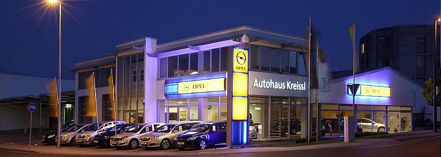 Nachtaufnahme Opel