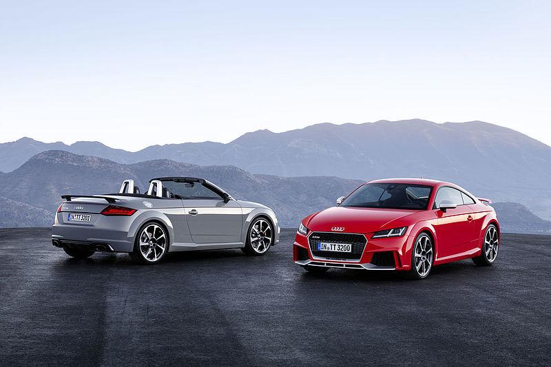 Dynamisches Doppel: Audi TT RS Coupé und Audi TT RS Roadster